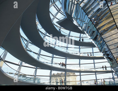 Glaskuppel des Reichstagsgebäudes in Berlin, Deutschland - Stockfoto