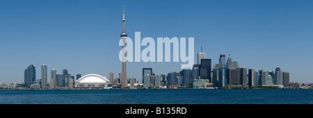 Die Innenstadt von Toronto, einschließlich das Rogers Centre CN Tower und das Bankenviertel im Frühsommer. - Stockfoto