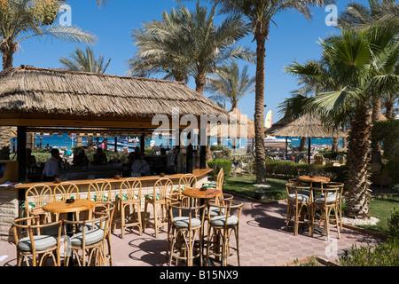 Beach Bar auf der Corniche, Strand von Naama Bay, Sharm el-Sheikh, Küste des Roten Meeres, South Sinai, Ägypten - Stockfoto