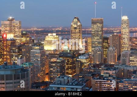 Ansicht der Innenstadt von Montreal aus Grand Chalet, Mount Royal Park, Montreal, Quebec, Kanada - Stockfoto