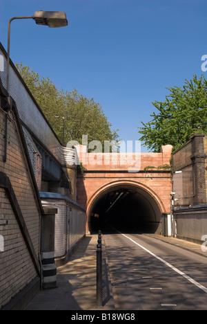 Eingang der Surrey Seite des Rotherhithe Tunnel, London - Stockfoto