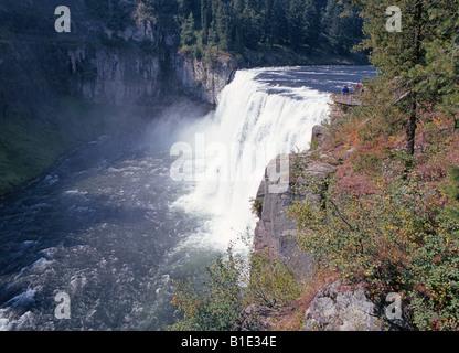 Eine Ansicht des oberen Mesa fällt einen riesigen Wasserfall auf dem Henry s Gabel des Snake River in der Nähe von - Stockfoto