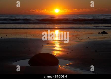 Sunrise Moeraki Boulders North Otago Neuseeland Südinsel - Stockfoto