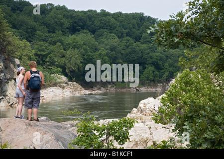 Potomac Maryland Wanderer auf dem Billy Goat Trail entlang des Potomac River - Stockfoto