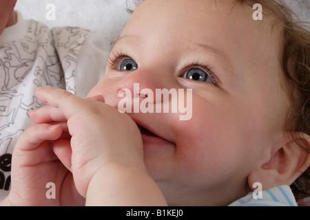 Porträt wenig baby lachen - Stockfoto