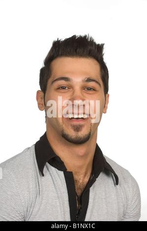 Porträt eines jungen Mannes vor einem weißen Hintergrund lachen - Stockfoto