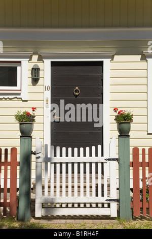 Haustür von einem Schwedenhaus, Vaxholm, Schweden, Skandinavien, Europa - Stockfoto