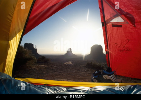 Blick aus einem Zelt am Monument Valley, Utah, USA - Stockfoto