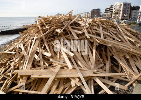 ENGLAND West Sussex Worthing Holz angespült am Strand vom griechischen registrierte Schiff Eisprinzessin, die vor - Stockfoto