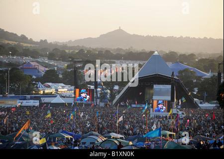 Glastonbury Festival Pyramide Bühne und Leonard Cohen - Stockfoto