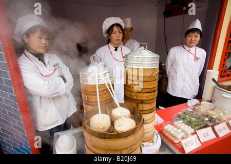Suppe Knödel Stall in der Yu Garten Basar Markt in Shanghai - Stockfoto