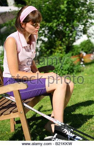 junge Frau, die Erholung nach dem Sport - Stockfoto