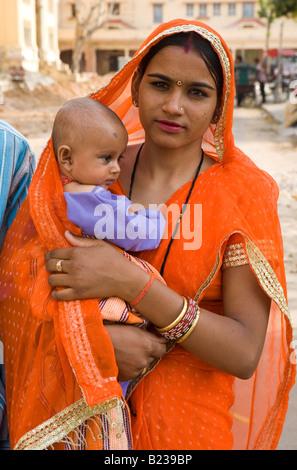 Mutter mit Kind Jaipur Rajasthan Indien - Stockfoto