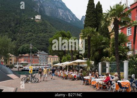 Am Seeufer Restaurant, Riva del Garda, Gardasee, Italien - Stockfoto