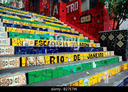 Escadaria Selaron, ein Mosaik gefliesten Treppe in Rio De Janeiro, Brasilien - Stockfoto