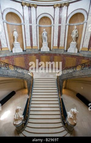 Große Treppe im Inneren berühmte Bode-Museum auf der Museumsinsel Museumsinsel im zentralen Berlin Deutschland 2008 - Stockfoto