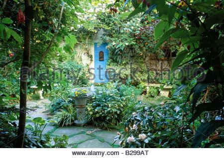 ... Fair Oaks San Francisco Kleinen Stadtgarten Mit Erhöhter Teich Im  Patio Innenhof   Stockfoto