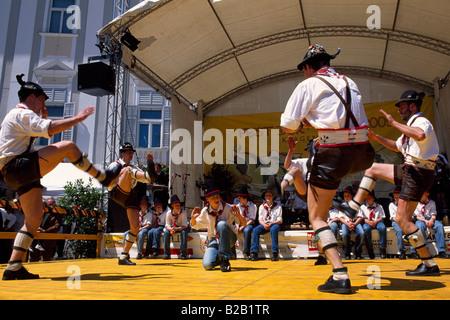Schuhplattler traditioneller Tanz in Klagenfurt Kärnten Österreich - Stockfoto