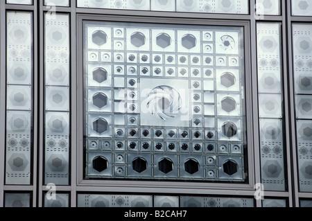 Fenster in das Institut du Monde Arabe in Paris - Stockfoto