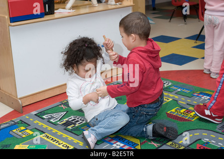 kindergarten m dchen und jungen streit um ein spielzeug stockfoto bild 20068643 alamy. Black Bedroom Furniture Sets. Home Design Ideas