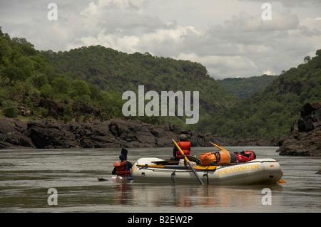 Wildwasser-rafting auf dem Sambesi Stockfoto