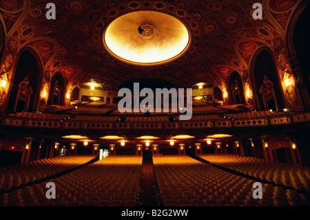 Goldene Sitze und Interieur des Ocean Theater, Providence, Rhode Island - Stockfoto