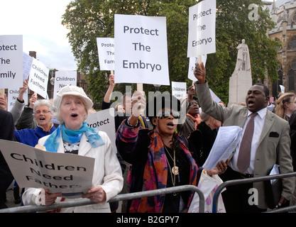 Anti-Abtreibung Group bei außerhalb des Parlaments Juni 2008 kämpfen um gesetzlich Altersgrenze zu senken. - Stockfoto
