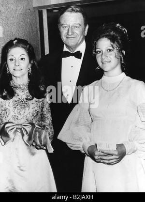 Wayne, John, 26.5.1907 - 11.6.1979, US-amerikanischer Schauspieler, mit seiner dritten Frau Pilar Palette, (* 1928), - Stockfoto