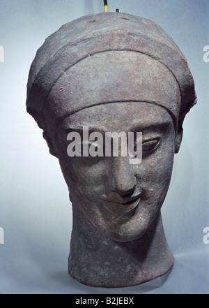 Bildende Kunst, antike, Griechenland, weibliche Maske, terra cotta, Höhe 26 cm, Rhodes, ca. 500 v. Chr., Louvre, - Stockfoto