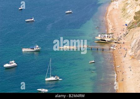 Strand mit Blick auf Alum Bay Isle Of Wight Vereinigtes Königreich - Stockfoto