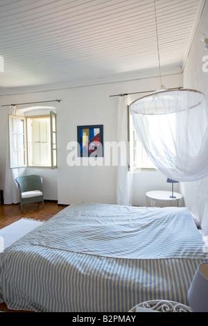 schlafzimmer mit französischen stil innen fenster mit fensterläden