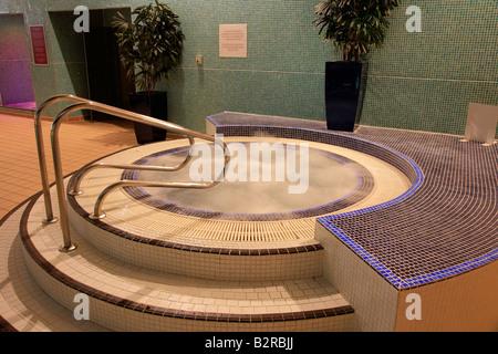 Jacuzzi indoor  Indoor-Whirlpool Jacuzzi in einer Esporta Spa Gym England ...