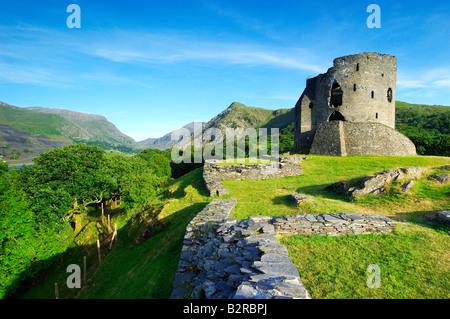 Der verlassenen halten Dolbadarn Burg am Ufer des Llyn Padarn in der Nähe von Llanberis in Snowdonia-Nationalpark Nord-Wales