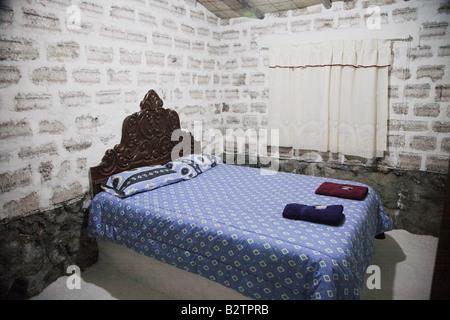 """Ein Schlafzimmer in das neueste """"Salz-Hotel"""" in der Nähe von Uyuni in Bolivien, wo alles Salz gemacht wird. - Stockfoto"""