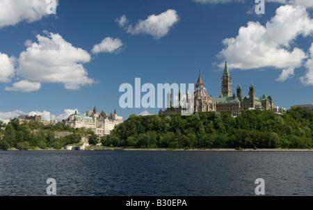 Blick über den Ottawa River auf dem Parliament Hill, Ottawa, Kanada - Stockfoto
