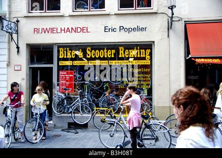 Fahrrad Verleih Shop in Brügge - Stockfoto