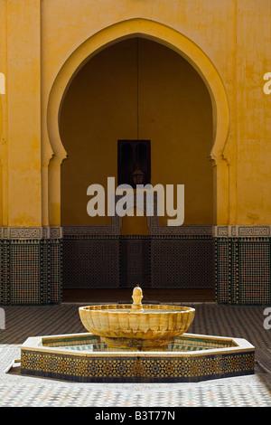 Innere des Mausoleums von Moulay Ismail in Meknès, Marokko. Moulay Ismail machte Meknes zu seiner Hauptstadt - Stockfoto