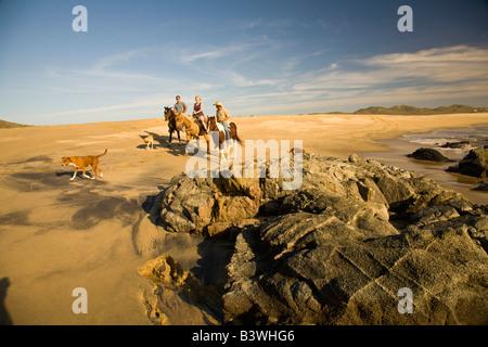 Model Release Pferd Reiter, Rancho Carisuva in der Nähe von Cabo San Lucas (20km) am Pacific North Shore, Baja California, - Stockfoto