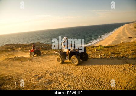 Model Release ATV Fahrer, Rancho Carisuva in der Nähe von Cabo San Lucas (20km) am Pacific North Shore, Baja California, - Stockfoto