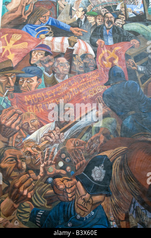 UK-Wandgemälde im Cable Street, London markiert die Schlacht zwischen Oswald Mosleys British Union of Fascists und - Stockfoto