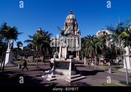 Südafrika, KwaZulu-Natal, Durban. Elegante Architektur des Rathauses, abgeschlossen im Jahre 1910, eine in der Nähe - Stockfoto