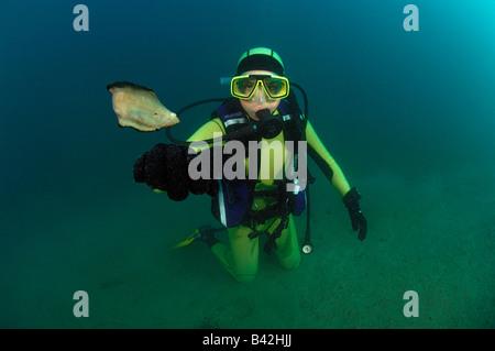 Taucher und alleinige Soleidae Piran Adria Slowenien - Stockfoto