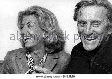 Douglas, Kirk, * 9.12.1916, US-amerikanischer Schauspieler, Porträt, mit seiner Frau Anne Buydens, ca. 1972, - Stockfoto