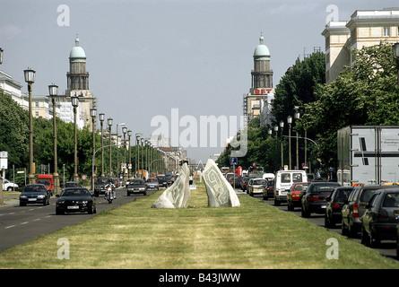 Geographie/Reisen, Deutschland, Berlin, Straßenszenen, Karl-marx-Allee, Allee, Straße, Additional-Rights - Clearance - Stockfoto