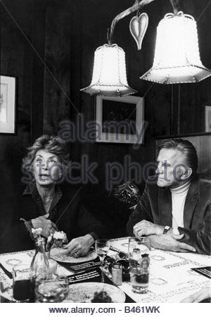 """Douglas, Kirk, * 9.12.1916, US-amerikanischer Schauspieler, halbe Länge, mit seiner Frau, Restaurant """"Windrose"""", - Stockfoto"""