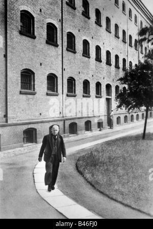 Thielmann, Ernst, 16.4.1886 - 28.8.1944, deutscher Politiker, Festnahme im Gefängnis Berlin-Moabit, vor Gericht, - Stockfoto