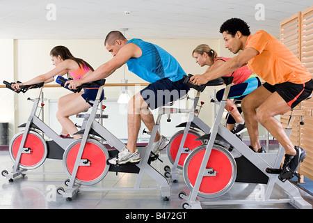 Menschen auf Fahrrädern - Stockfoto