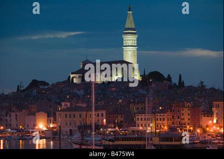 Rovinj Altstadt bei Nacht - Stockfoto
