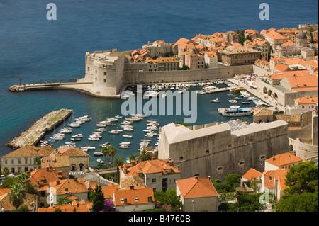 Dubrovnik Altstadt und Yachthafen - Stockfoto
