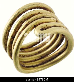 Ein goldenes Haar Ring, in Mitteleuropa, ca. 1500 v. Chr. doppelt gewundene Spirale der schweren goldenen Draht. - Stockfoto